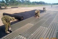Laying-pierced-aluminium-planking-on-Nui-Dat-airfield-SVN