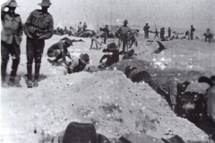 1915-3-Sect-digging-trenches-at-El-Kantara