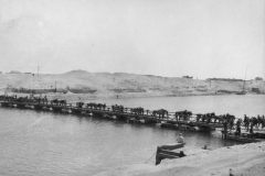1915-Pontoon-bridge-over-Suez-Canal