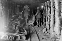 1917-Tunnellers-loading-trolleys
