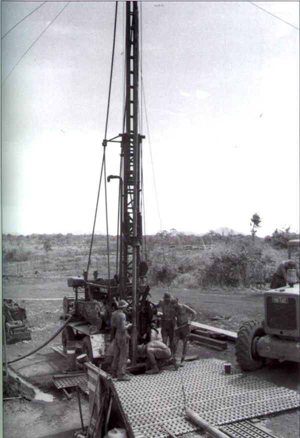 17-Const-Sqn-water-drilling-at-Horseshoe-fire-base-SVN.jpg