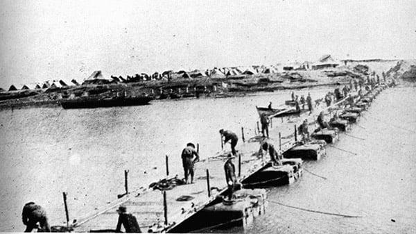Ferry-Post-1915-Suez.jpg