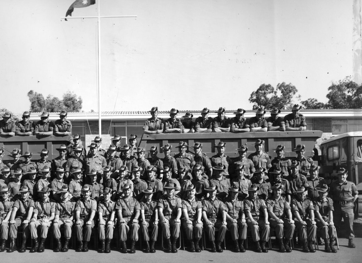1977-Sqn-group-photo.jpg